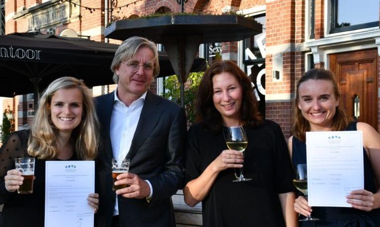 Annerie Joxhorst en Anna Zijlstra ontvangen stageverklaring